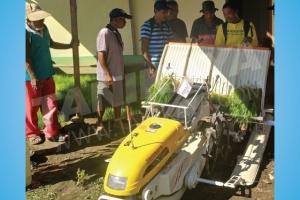 Pelatihan Pengoperasian Dan Perawatan Rice Transplanter Tanikaya Di Kab. Halmahera Barat, Prov. Maluku Utara