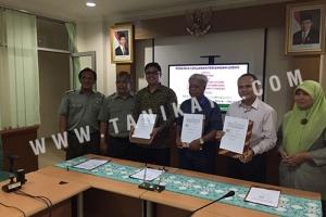 Penandatanganan TANIKAYA Dalam Perjanjian Lisensi Tentang Rice Transplanter Jajar Legowo